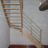 escalier-bois-et-tubes-inox