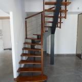 escalier-contemporain-limon-central-peint