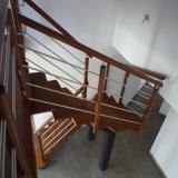 escalier-contemporain-tubes-inox