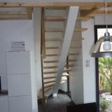 escalier-limon-central-peint-marches-frene