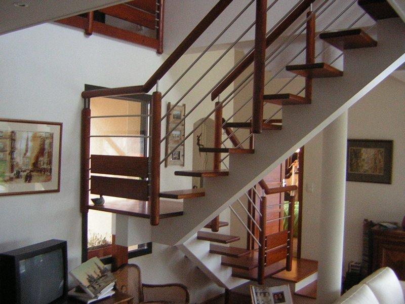 Escalier limon central menuiserie raguet blain for Escalier avec palier