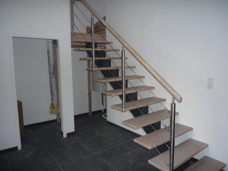 Escalier limon central menuiserie raguet blain for Rampe escalier moderne