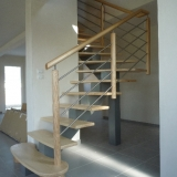 escalier-limon-central-peint-rampe-tubes-inox